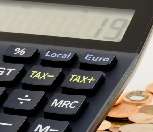 Zrušení daně z nabytí nemovitosti a žádné daňové odpisy? Ostudný plán vlády